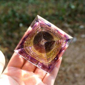 Pyramide Orgonite Cristal Fumé