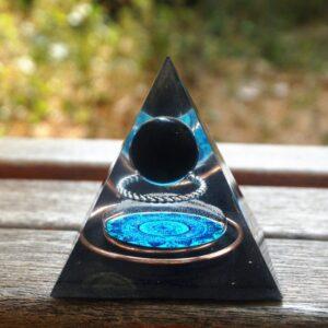 Pyramide Orgonite De Poche Cercle De Cuivre