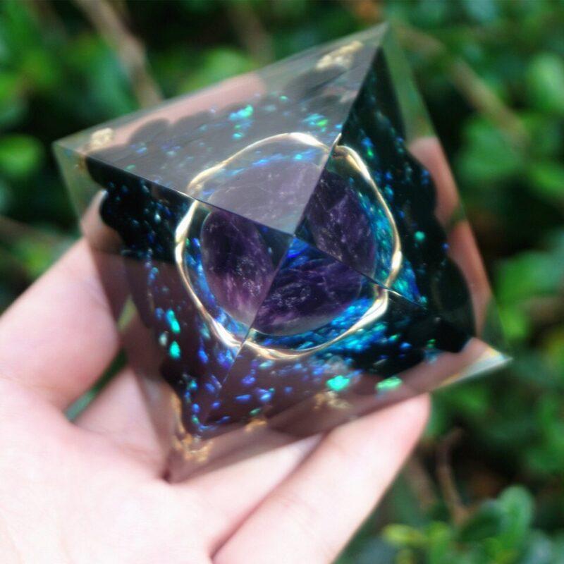 Pyramide Orgonite Protection Cristal Améthyste
