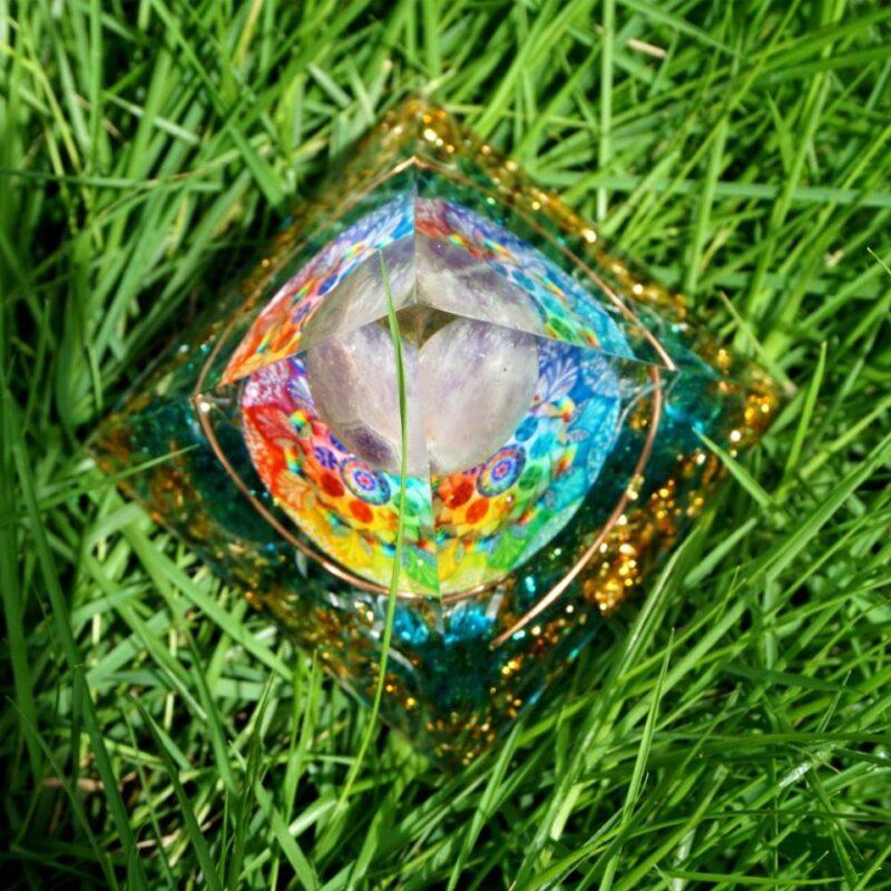 Pyramide Orgonite Sphère